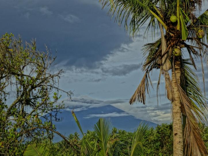 Mount Agung: Active