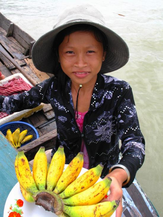 Tie your boat up carefully alongside a big boat and sell bananas you picked in Cambodia.