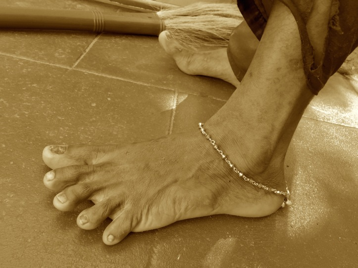 1 Anklet 3836