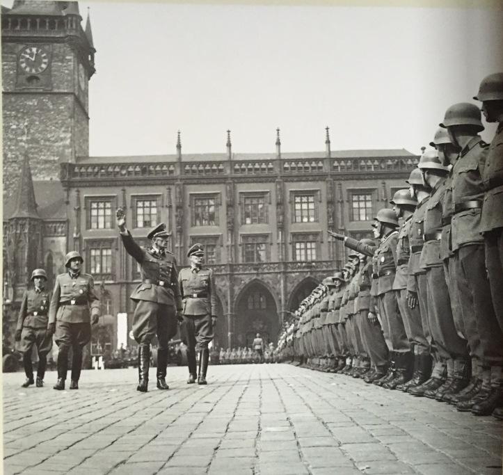 14 nazis 8398