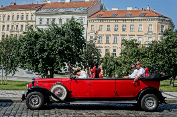 antique car--Prague touring
