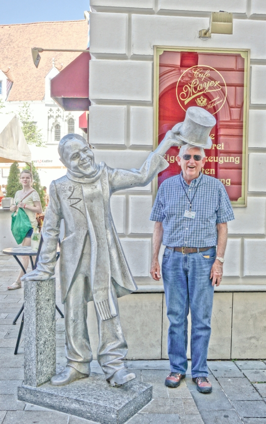Schone Naci statue, Bratislava