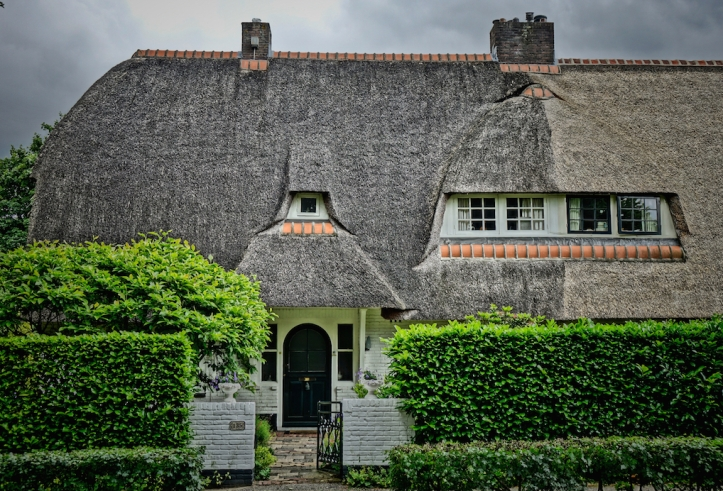 Blaricum, Holland/ Hobbit House